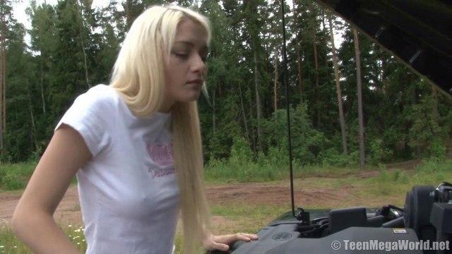 Красивая пара на природе возле машины кончает от секса на пикнике #1