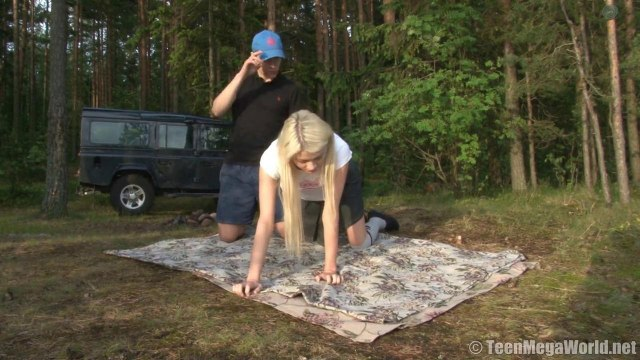 Красивая пара на природе возле машины кончает от секса на пикнике #3
