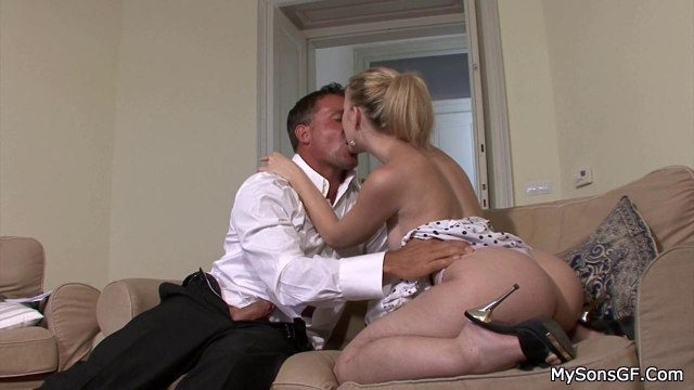 Мужик жестко пихает вставший член в упругую писечку сексуальной подруги #4