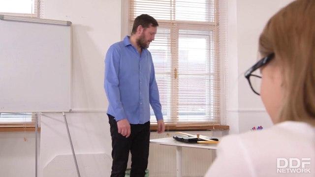 Студентка на каблуках лезет нежным сфинктером на елду учителя #1