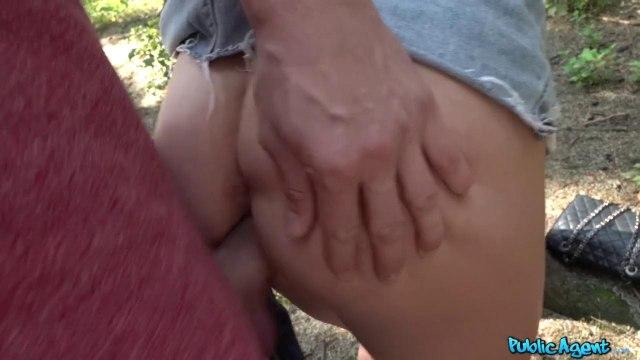 Девка ебется с пикапером в парке под деревом и пьет сперму #5