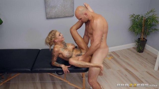 Сисястая раздвигает ноги перед крепким массажистом и зарабатывает на себя поток кончи #4