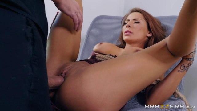 Сисястая долбится с грабителем в мягкую вагинальную дырочку и глотает сперму #3