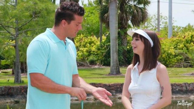 Любительница гольфа подставила гладкую пилотку для своего тренера #1