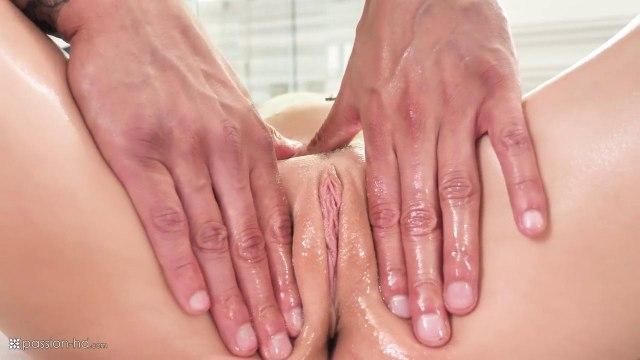 После массажа мужик решил засадить свой член в возбужденную киску красотки #3