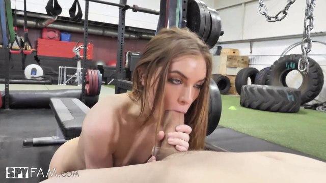 Девка вместо тренажера предпочитает скакать на члене парня #2