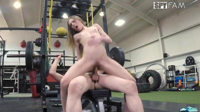 Девка вместо тренажера предпочитает скакать на члене парня #6