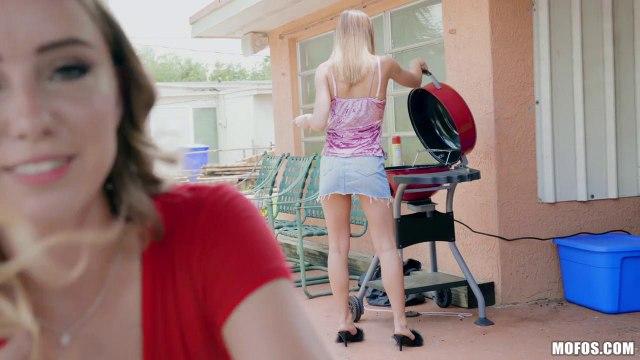 Парень застукал сестру за лесбийскими играми и отымел телку и ее подругу #1