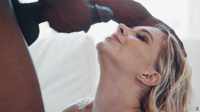 Негр страстно возбудил блондинку и жестко отымел ее раком #9