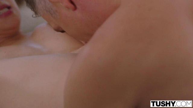 Девка закадрила зрелого мужика, чтобы трахнуться с ним в анал #7