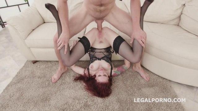 Сексуальная девка в чулках принимает три члена одновременно и кончает #7