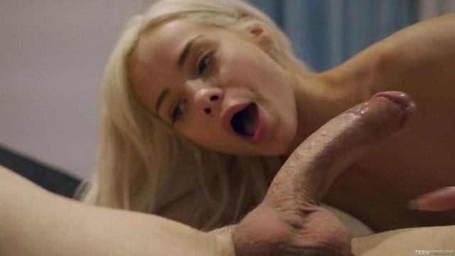 Молодая блондинка устала мастурбировать и занялась сексом с незнакомцем #8