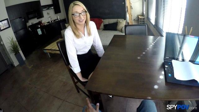 Секретарша в очках сделала на коленях нежный минет боссу #2