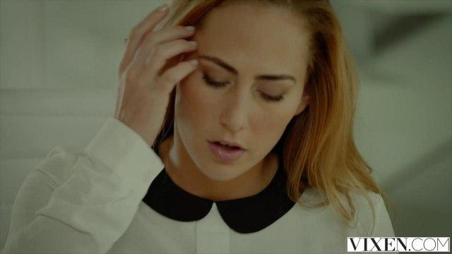Лысый надавал в глубокий ротик блондинки ровный красивый член #1
