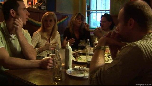 Две пьяные туристки в ресторане занялись групповушкой с мужчинами #7