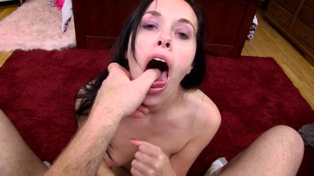Брюнетка снимается в домашнем кино друга и дергает до спермы руками его крепкий пенис #6
